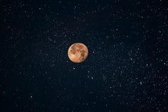 Красивая луна на ночном небе Стоковая Фотография RF