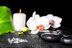 Красивая установка курорта соли моря, черных камней Дзэн, белого orchi Стоковая Фотография RF
