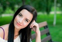 Красивая улыбка женщины стоковые фото