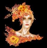Красивая фотомодель одетая в листьях и цветках осени стоковое фото rf