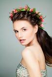 Красивая фотомодель девушки с стилем причёсок выпускного вечера Стоковые Фото