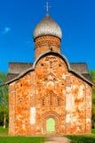 Красивая церковь красного кирпича стоковые изображения