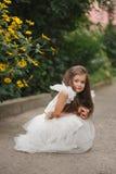 красивейшая белизна девушки платья Стоковая Фотография