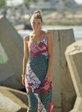 Красивейшая белокурая женщина в sundress Стоковые Изображения
