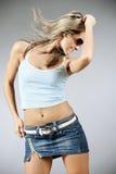 красивейшая белокурая женщина танцы стоковое изображение rf