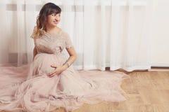 красивейшая беременная женщина Стоковая Фотография RF