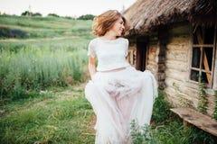 красивейшая белизна девушки платья Стоковые Фотографии RF