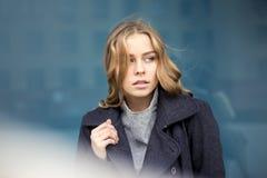 красивейшая белокурая женщина outdoors Стоковое фото RF