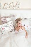 красивейшая белокурая представляя женщина Стоковая Фотография RF