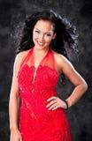 Красивейшая блестящая женщина с красным платьем стоковая фотография