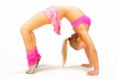 красивейшая блондинка демонстрирует детенышей flexibilit Стоковая Фотография