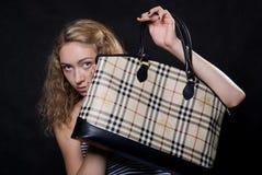 Красивейшая блондинка подняла мешок Стоковое Изображение RF