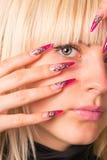 Красивейшая блондинка с славным manicure стоковые фотографии rf