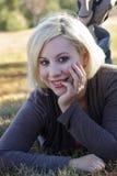 красивейшая блондинка 5 outdoors Стоковая Фотография RF