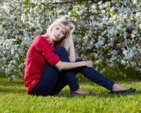 красивейшая блондинка outdoors Стоковые Фото