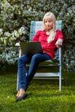 красивейшая блондинка outdoors Стоковые Изображения RF