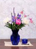 красивейшая ваза весны цветков Стоковые Фотографии RF