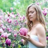 красивейшая весна девушки цветков Стоковое фото RF