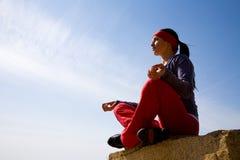 красивейшая включенная йога девушки Стоковое Изображение