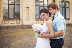 красивейшая влюбленность пар венчание сбора винограда дня пар одежды счастливое венчание заказа части платья Тиффани bl Стоковое фото RF