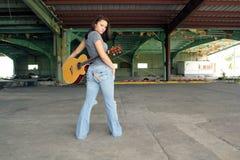 красивейшая гитара брюнет 2 Стоковое Изображение