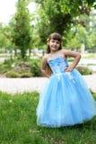 красивейшая голубая девушка платья Стоковые Фотографии RF