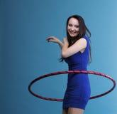 красивейшая голубая женщина обруча танцульки стоковые фотографии rf