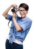 Красивейшая девушка вручает ретро фотокамерf стоковые фотографии rf