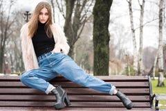 красивейшая девушка вскользь одежд Стоковое Фото