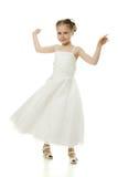 Красивейшая девушка в белом танцы платья Стоковые Изображения