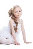 Красивейшая девушка в белый изолированный представлять платья стоковое фото rf