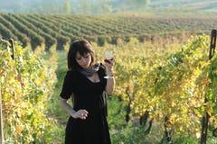 Красивейшая девушка в винограднике Стоковая Фотография