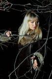 Красивейшая девушка в темной древесине осени Стоковые Изображения RF