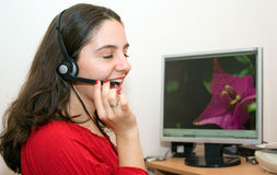 красивейшая девушка компьютера счастливая очень Стоковые Изображения RF