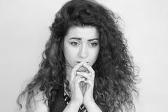 красивейшая девушка курчавая девушка с волосами Стоковые Фото
