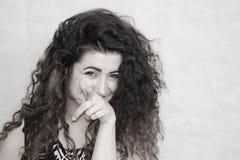красивейшая девушка курчавая девушка с волосами Стоковое Изображение
