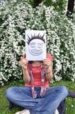 красивейшая девушка над бумажным th листа стоковое изображение