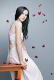Красивейшая девушка с совершенной кожей в длиннем платье Стоковое фото RF
