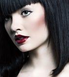 Красивейшая девушка с совершенной кожей, красной губной помадой Стоковые Фото