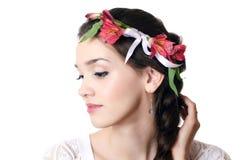 Красивейшая девушка с цветками в волосах Стоковые Фото