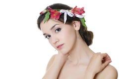 Красивейшая девушка с цветками в волосах Стоковые Фотографии RF