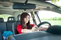 Красивейшая девушка управляя автомобилем Стоковые Фотографии RF