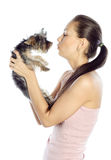 Красивейшая девушка целуя собаку Стоковое фото RF