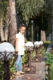красивейшая девушка E прогулка Стоковое Изображение