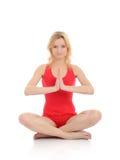 красивейшая делая йога женщины представления пригодности Стоковые Изображения RF