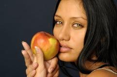красивейшая держа женщина портрета сырцовая s стоковые изображения rf
