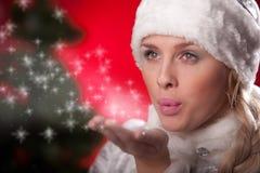 красивейшая дуя женщина снежка руки формы Стоковое Изображение