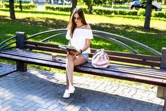 Красивейшая девушка брюнет Стоковая Фотография