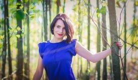 Красивейшая девушка в пуще Стоковое Изображение