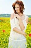 красивейшая девушка поля стоковое изображение